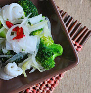 Mực trộn bông cải xanh ngon tuyệt