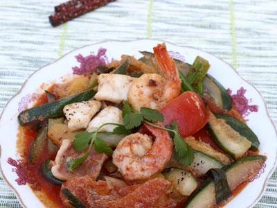 Món mực và tôm xào thập cẩm rất ngon
