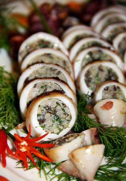 Món mực tươi nhồi thịt thơm ngon hấp dẫn