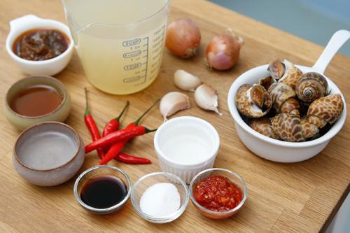 nguyên liệu cần chuẩn bị cho món ốc xào dừa cay