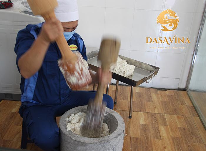 Mực được làm theo phương thức giã tay truyền thống tạo nên chất lượng vượt trội